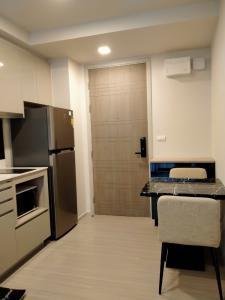 เช่าคอนโดสุขุมวิท อโศก ทองหล่อ : คอนโดควินทารา ทรีเฮ้าส์ สุขุมวิท 42 *** พร้อมเข้าอยู่ ***  ห้องขนาด 29.50 ตร.ม. 1 ห้องนอน 1 ห้องน้ำ 500 ม. จาก BTS เอกมัย ค่าเช่า 18,500 บาท/เดือน