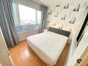 For RentCondoRamkhamhaeng, Hua Mak : Lumpini Ramkhamhaeng 44, one bedroom, 31 sqm, 21st floor, Building A 7,500 baht. 064-959-8900