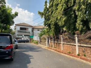 For SaleLandRatchadapisek, Huaikwang, Suttisan : Sell / rent land with 2 houses on an area of 178.6 sq m, Soi Wattana Niwet 4, intersection 3, Ladprao 48, Huai Khwang