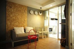 For RentCondoRatchadapisek, Huaikwang, Suttisan : Rented Kris 7 in Soi Ratchada 17, spacious room with washing machine ***