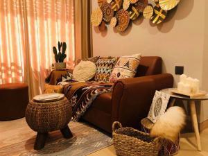 For RentCondoRama9, RCA, Petchaburi : 1742-A😊 For RENT 2 bedroom for rent 🚄 Near MRT Phetchaburi, just 1 minute (850 m) 🏢 Lumpini Suite Phetchaburi - Makkasan Lumpini Suite Phetchaburi - Makkasan🔔 Area: 50.00 sq m 💲 Rent: 18,000.- Baht: 099-5919653✅LineID: @sureresidence