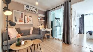 For RentCondoRatchadapisek, Huaikwang, Suttisan : | For Rent | Condo next to MRT Ratchada, 8th floor, beautiful room, straight cover, ready to move in, drag your luggage and move in
