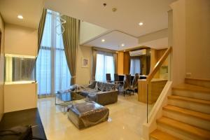 For RentCondoRama9, RCA, Petchaburi : Villa Asoke (MRT petchaburi and Makkasan Airport link) Duplex unit, 80 sqm, 1 bedroom 2 bathroom, floor 7 & 8, Facing north, garden view / main road view