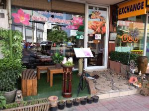 For LongleaseRetailChiang Mai, Chiang Rai : Shop for sale, good location, open as a restaurant, milk tea has made a room for rent.