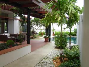 For RentHouseSukhumvit, Asoke, Thonglor : 3-storey detached house for rent with private pool, 4 bedrooms, 4 bathrooms, near BTS Thonglor, Sukhumvit.