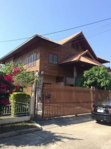 For SaleHouseChiang Mai : 2 storey wooden house for sale, quiet location, near Mae Hia-Chiang Mai market, area 66 sq m.
