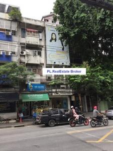 For RentShophouseSukhumvit, Asoke, Thonglor : BS598 Commercial building for rent, 5 and a half floors, next to Ekamai Road. Convenient transportation near BTS Suitable for clinic