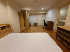 For RentCondoSapankwai,Jatujak : Condo for rent  Lumpini Place Phahol - Saphankhwai     fully furnished (Confirm again when visit). Size 30 SQM.  studio room1 bath