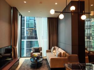 For SaleCondoWitthayu,Ploenchit  ,Langsuan : Sell at a loss! Condo 28 Chidlom, BTS Chidlom, 1 bed 43.99 sq.m., price 14.26 million baht, 26 floors, city view, no block, very beautiful