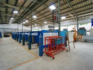 For RentWarehouseNawamin, Ramindra : Warehouse for rent, Watcharapol, Chatuchot, 3.5 rai, 1000 sq m, 2 rai, size 1,000 sq m, with 3-phase houses, there are 7-11