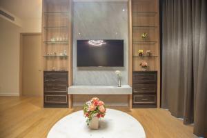 For RentCondoWongwianyai, Charoennakor : For Rent Magnolias Waterfront Residences ICONSIAM 3B 3B 145sqm. 60Fl. 082-459-4297