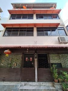 For SaleShophouseSilom, Saladaeng, Bangrak : Sale!! 4-storey commercial building for sale on Surawong Road, next to Silom Expressway