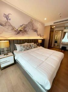 For RentCondoSukhumvit, Asoke, Thonglor : For rent, Supalai Oriental Sukhumvit 39, high ceiling room, fully furnished, garden view, ready to move in.
