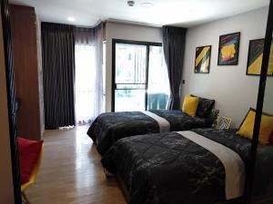 เช่าคอนโดรังสิต ธรรมศาสตร์ ปทุม : แต่งเสร็จพร้อมอยู่ ห้องสวยมาก กับคอนโด Kave Town Space เห็นสระว่ายน้ำเต็มๆ เฟอร์ครบ   ห้องแบบ 1 Bedroom Extra (1 ห้องนอน 1 ห้องน้้ำ ขนาด 27.29 ตร.ม)