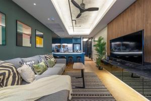For RentCondoSilom, Saladaeng, Bangrak : +++ Urgent rent +++ Luxury room, view, The State Tower, 2 bedrooms, 68 sq.m., high floor