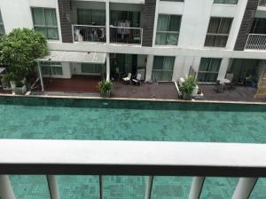 For RentCondoRama9, RCA, Petchaburi : Cheapest in the district! Building F, 3rd floor, pool view during the day, not hot 9,000
