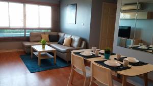 เช่าคอนโดรัชดา ห้วยขวาง : For rent Condo Lumpini Ville culture center 2 bed and 2 bath 62 sqm 3rd floor in building B2. It comes fully furnished and appliances. Well decorated.