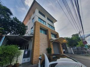 For RentOfficeLadprao 48, Chokchai 4, Ladprao 71 : For rent, very beautiful building, very good location, near CDC and Central eastville, just walk across the road.