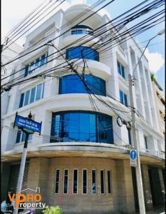 For RentShophousePha Nakorn, Yaowarat : Commercial building for rent in Pom Prap Sattru Phai, near MRT Hua Lamphong Station