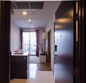 For RentCondoSukhumvit, Asoke, Thonglor : Condo for rent on Ekamai Road, very good location, Ceil By Sansiri, accessible in many ways Travel is very convenient.