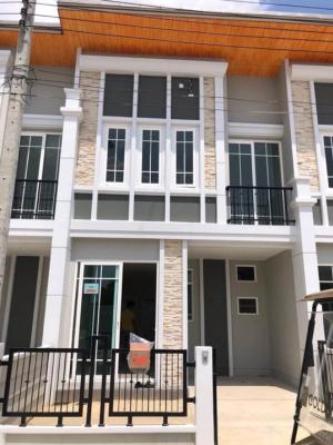 For RentTownhouseBangna, Lasalle, Bearing : 3-bedroom townhouse for rent near Mega Bangna Golden Town 2 Bangna-Suan Luang. Ready to move in, 1 Feb.