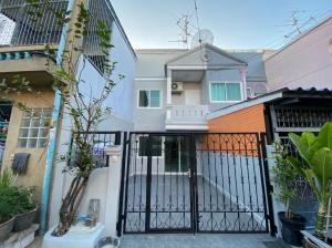 """For SaleTownhouseOnnut, Udomsuk : """"express!!! Townhouse for sale near BTS Bang Chak station """"2 storey townhouse for sale, renovate the whole house, 2 bedrooms, 2 bathrooms, price only 2.9 million, near BTS Bang Chak only 10 minutes !!"""