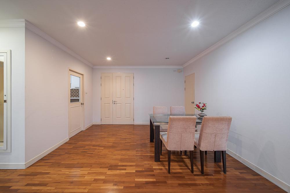 For RentCondoNana, North Nana,Sukhumvit13, Soi Nana : Condo for rent at Baan Siri Sukhumvit 10, near BTS Nana, 3rd floor, size 95 sq.m., 2 bedrooms, 2 bathrooms, fully furnished, ready to move in, 42,000 .- / month.