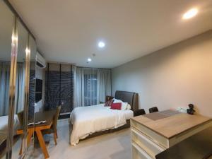 For RentCondoSukhumvit, Asoke, Thonglor : For rent, Rhythm Sukhumvit 36-38, high floor, clear view, very cheap 15k / month.