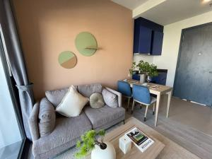 For SaleCondoSukhumvit, Asoke, Thonglor : 1 bedroom XT Ekamai, ONE PRICE price, interested in making an appointment to watch the project Feel free to contact Fen. Tel.062-339-3663