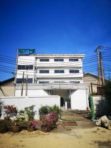 For RentOfficeRama3 (Riverside),Satupadit : Office for rent on Rama 3 Road, Yannawa, Chong Nonsi, urgent contact 086 3563213