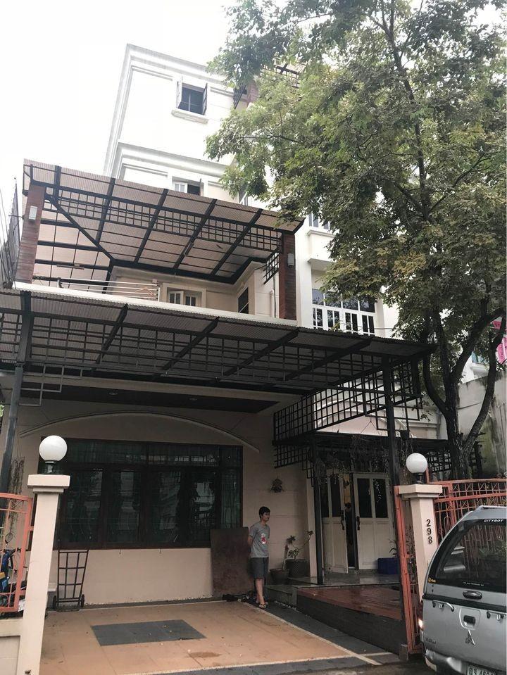 For RentHousePattanakan, Srinakarin : 4-storey house for rent Srinakarin area Near Thanya Park, near ARL, Hua Mak, suitable for home office, residential
