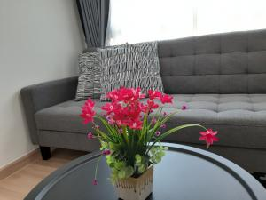 For RentCondoOnnut, Udomsuk : Nice condo for rent near BTS Punnawithi Station Chateau in town Skymoon sukhumvit 64 suitable for WFH