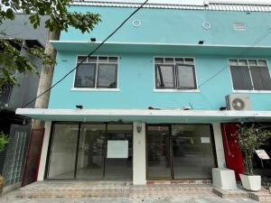 For RentShophouseRatchathewi,Phayathai : 2-storey commercial building for rent On Ratchaprarop Road, near the ARL Ratchaprarop