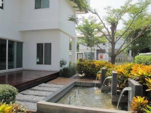 For RentHousePattanakan, Srinakarin : House for rent Nirvana Rama 9 corner plot near the airport link Baan Thap Chang