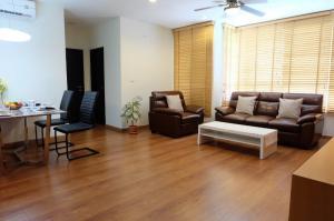 For RentCondoSukhumvit, Asoke, Thonglor : The address 42 big room on top floor fully furnished