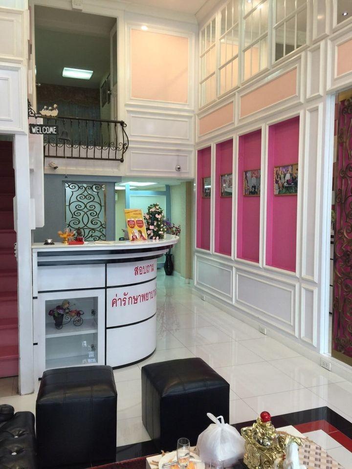 For RentShophouseNana, North Nana,Sukhumvit13, Soi Nana : 5.5 storey commercial building for rent on Ekkamai road, near BTS Ekkamai. Suitable for a beauty clinic, luxurious decoration