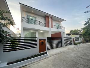 For RentHouseKasetsart, Ratchayothin : Newly built twin house, Soi Ratchada 42, near Major Ratchayothin