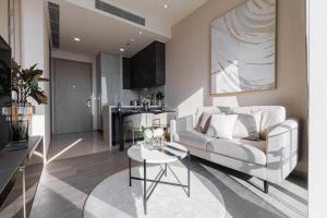 For RentCondoSukhumvit, Asoke, Thonglor : Esse Asoke 1bedroom PREMIUM built-in furniture and electronics