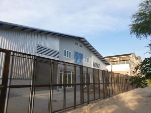 For RentWarehousePattanakan, Srinakarin : RK034 Warehouse for rent with office, land 72 sq m, usable area 200 sq m, Soi Chalerm Prakiat Rama 9.