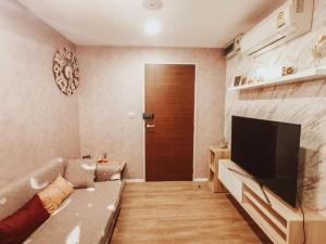 For RentCondoVipawadee, Don Mueang, Lak Si : R8490 ** For rent, there is a washing machine ** Condo Episode Phaholyothin - Sapanmai, size 29, 2nd floor, complete electrical appliances.