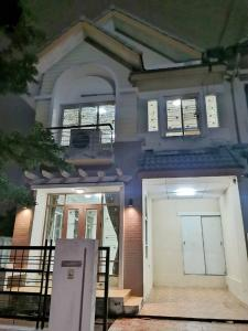 For SaleHouseRamkhamhaeng,Min Buri, Romklao : Townhome (behind the corner), good location, no need to place stars, 100% recovery, cheap