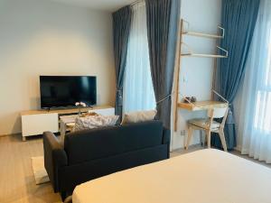 For RentCondoRama9, RCA, Petchaburi : For rent, Life Asoke Rama9, new room, 🍁28 sqm, price 12000 baht only, very cheap.