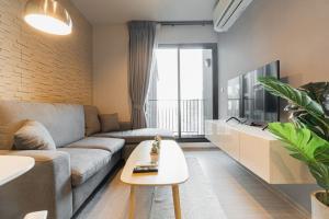 เช่าคอนโดพระราม 9 เพชรบุรีตัดใหม่ : (เช่าแล้ว) Life Asoke Rama 9: Brand New 2 Bedroom Condo near MRT Rama 9 / Airport Link Makkasan (R21122)