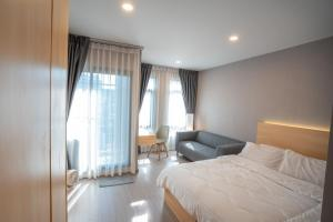 For RentCondoRatchadapisek, Huaikwang, Suttisan : Rent now !! The new room is already decorated and looks good. Negotiable price Aspire Asoke - Ratchada.