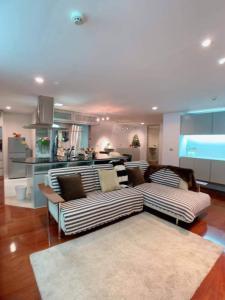 For RentCondoSilom, Saladaeng, Bangrak : --- Urgent rent --- *** Silom Terrace *** 2 bedrooms, 149 sq m, fully furnished.