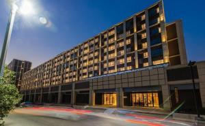 ขายขายเซ้งกิจการ (โรงแรม หอพัก อพาร์ตเมนต์)ปิ่นเกล้า จรัญสนิทวงศ์ : ขายโรงแรม 4 ดาว ขนาด 210 ห้อง ใกล้แม่น้ำเจ้าพระยา 600 เมตร