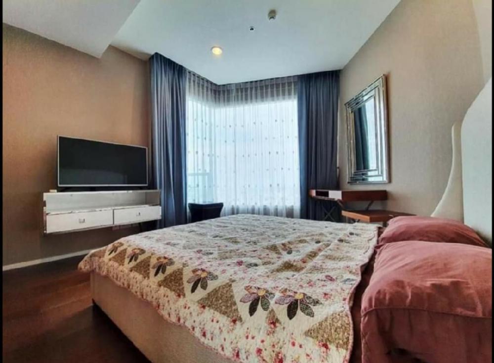 For RentCondoRama3 (Riverside),Satupadit : Condo for rent: Menam Residences BTS Saphan Taksin (300 meters)