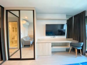 เช่าคอนโดลาดพร้าว เซ็นทรัลลาดพร้าว : Life Ladprao เช่า 13,000 บาท  Hot !! ขนาดห้อง 29 ตรม. 1 ห้องนอน 1 ห้องนำ้ เฟอร์ครบพร้อม นัดดูห้องได้เลย