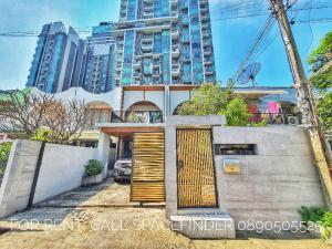 "For RentHouseSukhumvit, Asoke, Thonglor : Newly Renovated 3 Bedrooms Townhome For Rent In Ekkamai Area "" The Oriental Ekkamai Haus """