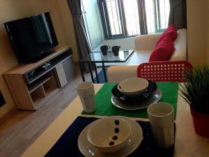 For RentCondoRama9, RCA, Petchaburi : For rent, Ideo Mobi Rama 9, 31 sq m, 1 bedroom, 1 bath, 24th floor, 18,000 baht / month, 1 year contract.